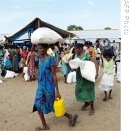 AFP-UN-Office-pic-displaced-Sri-Lankans-21may07