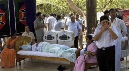 3277195273-tamil-nadu-state-chief-minister-m-karunanidhi-lies-bed-fasts