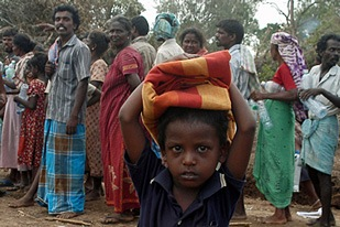 The army said on Friday up to 4,000 civilians fled the war zone in Sri Lanka's northeast overnight [Reuters]