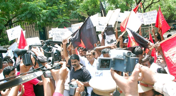 Tamil activist and Director Seeman and Prof. Theeran of Naam Thamilar in front of Shastri Bhavan premises at Nungampakkam