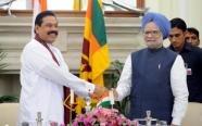 Sri Lankan President Mahinda Rajapakse (L) and Indian Prime Minister Manmohan Singh in New Delhi