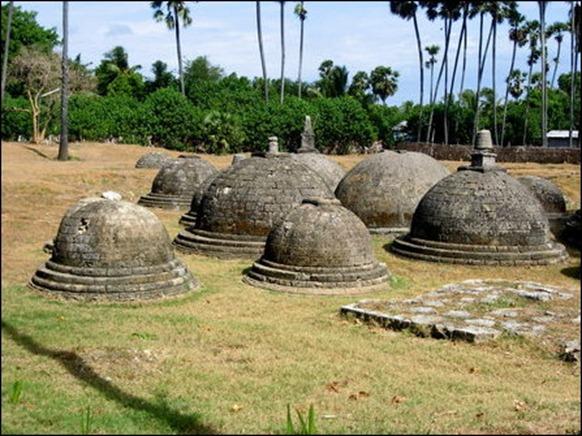 Kantharoadai_stupa_cluster_89304_445