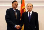 Sri Lankan Foreign Minister Gamini Lakshman Peiris (L)