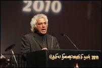 Dr. Vickramabahu Karunaratne addressing the mass gathering