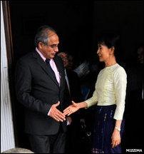 Vijay Nambiar (left) mets recently released Burmese pro-democracy leader Aung San Suu Kyi on November 27, 2010 [Photo: Mizzima]