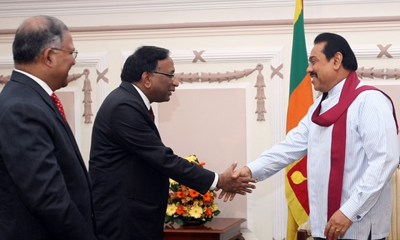 Indian Defense Secretary Pradeep Kumar meets SL President Mahinda Rajapaksa on 28 December, 2010. [Photo by Chandana Perera / SL Presidential Secretariat]
