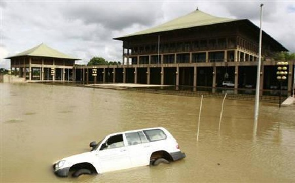 A vehicle is submerged in flood waters in the premises of the Parliament building after heavy rains in Colombo November 11, 2010.