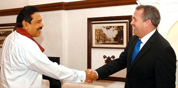 Fox shakes hands with Rajapaksa