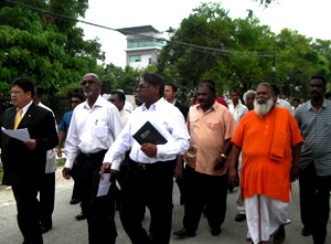Sri-Lanka-envoy-accepts-memo-on-ill-treatment-of-Tamils