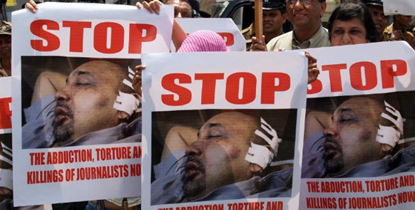 The assault of journalist Keith Noyahr was protested in Colombo 2008
