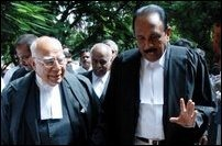 Ram Jethmalani and Vaiko outside the Madras High Court