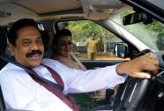 Sri Lanka President Mahinda Rajapakse and his wife Shiranthi complete a journey on the country?s first expressway (AFP, Ishara S.Kodikara)