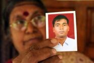 Usha Devi Selvaratnam holds up a photograph of her son Sivakajan (AFP File, Ishara S.Kodikara)