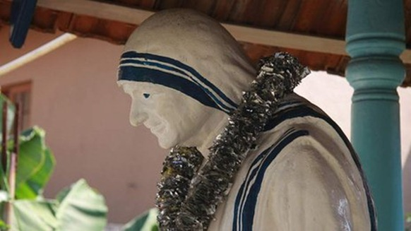 _57295599_statue-of-mother-teresa-at-