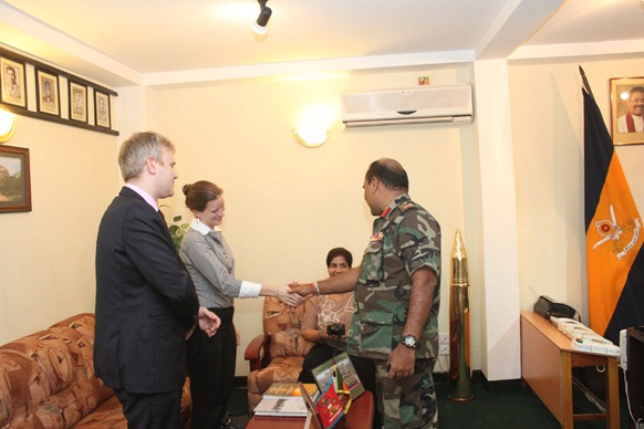 A three-member delegation representing the US Department of State on their brief visit to Jaffna met SL Commander of Jaffna Major General Mahinda Hathurusinghe on Wednesday, 30 November 2011.
