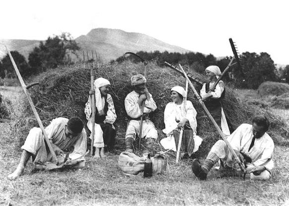 Harvest_time_in_Romania__1920