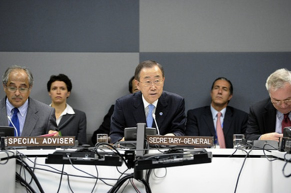 "(c) UN Photo Nambiar with Ban Ki-moon and team, Shavendra ""White Flag"" Silva not shown"