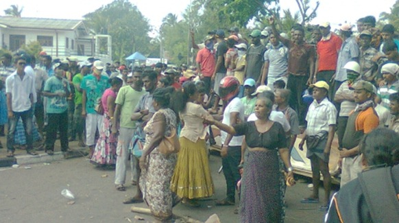 Fishing families joining the demonstration in Negombo