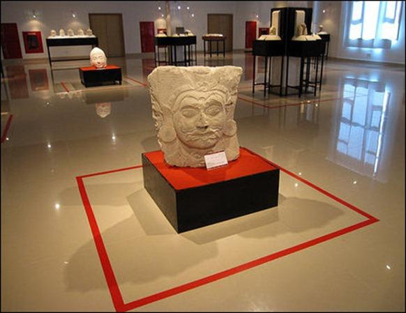 sculpture_exhibition_room_96921_445