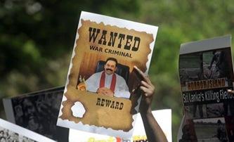 Indian Tamil residents hold placards as they shout slogans against Sri Lankan President Mahinda Rajapaksa in Mumbai (AFP, Punit Paranjpe)