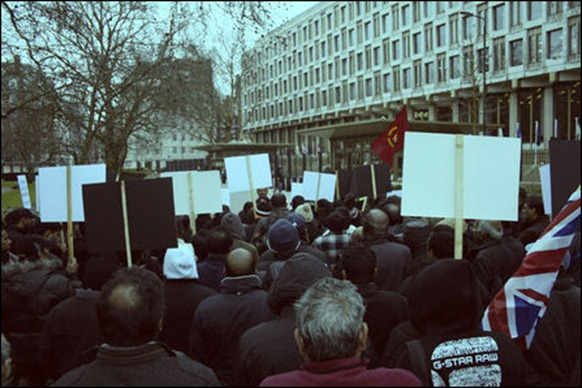 UK_demo_US_embassy_02_97283_445