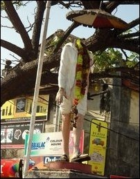 Mahatma_Gandhi_statue_destr_Batticaloa_97511_200