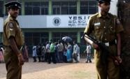 Policemen stand guard over a group of ethnic Sri Lankan Tamil residents from the northern Jaffna peninsula (AFP/File, Ishara S. Kodikara)