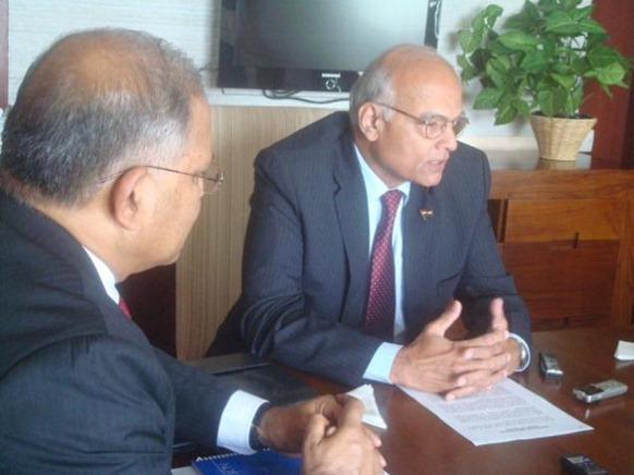 National Security Advisor Shiv Shankar Menon addresses members of the Indian Media after meeting Sri Lankan President Mahinda Rajapaksa, in Colombo on Friday. Indian High Commissioner to Sri Lanka Ashok K. Kantha is to his right. Photo: R.K. Radhakrishnan