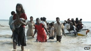 Tamil civilians flee the conflict in northern Sri Lankan in May 2009