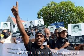 Sri Lankan journalists and media activists demonstrate in Colombo, on January 29, 2013 (AFP/File, Lakruwan Wanniarachchi)