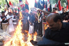 Vaiko, seen here burning the effigy of Mahinda Rajapaksa, was blocked from entering the premises of Indian Prime Minister Manmohan Singh's residence, courted arrest with MDMK activists in New Delhi
