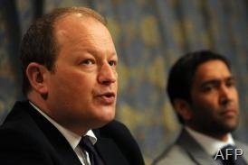 British politician Simon Danczuk (left) and Nasir Shaikh, brother of murdered tourist Khuram, Colombo, March 8, 2013 (AFP, Ishara S.Kodikara)