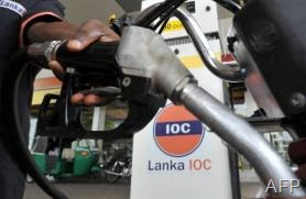 A Sri Lankan petrol pump attendant at an Indian Oil petrol station in Colombo on June 20, 2008 (AFP/File, Lakruwan Wanniarachchi)