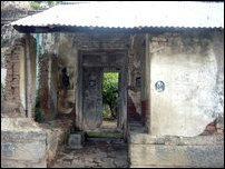The backside entrance of Gnaanappirakaasar Madam [Photo: Seelan, UK, 2009]