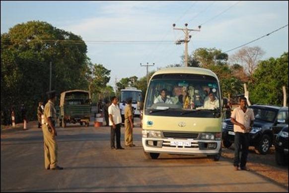 UNP_visiting_Jaffna_25_04_13_103522_445