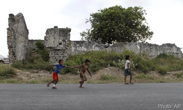 In this July 25, 2011 photo, Sri Lankan ethnic Tamil children play in front of a war damaged building in Jaffna. Photo: AP