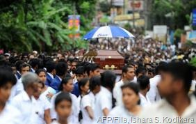 Sri Lankan students carry the coffin of Akila Dinesh Jayawardena, who was shot dead during a protest, on August 4, 2013 (AFP/File, Ishara S. Kodikara)