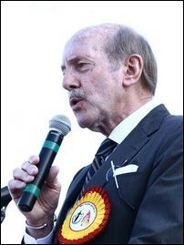 Dr Denis Halliday addressing the protesters