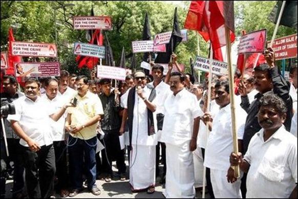 Modi_invit_protest_01_107107_445
