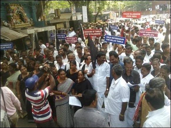 Modi_invit_protest_02_107111_445
