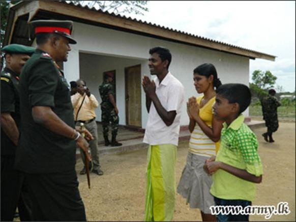 SL_Military_housing_Vanni_02