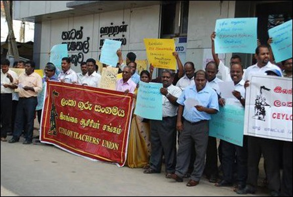 Teachers_protest_Jaffna_03_107815_445
