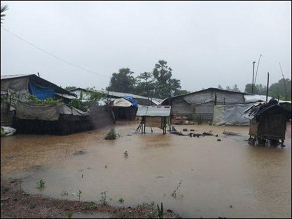 Kaddaiparichchaan_IDP_camps_flooded_01_108345_445