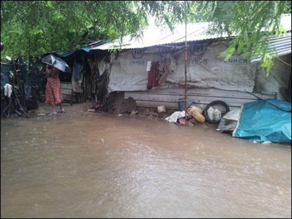 Kaddaiparichchaan_IDP_camps_flooded_04_108357_445