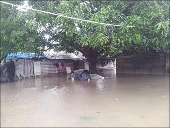 Kaddaiparichchaan_IDP_camps_flooded_05_108361_445