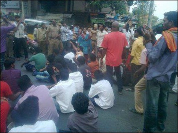 Royappetah_protest_01_108200_445